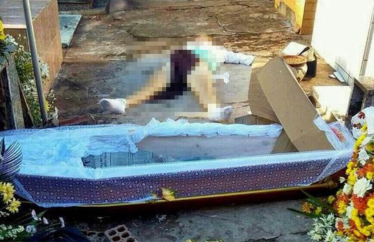 【グロレ○プ】墓に収められた棺が引きずり出され遺体が死姦される