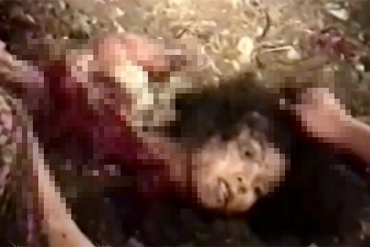 【グロ動画】バラバラに解体された女性の死体・・・開いてる目が怖い