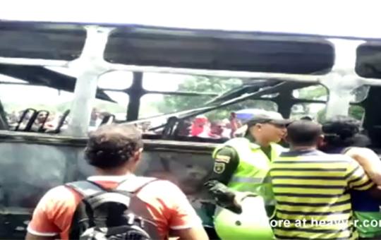 【グロ注意】子供33人を乗せたバスが炎上・・・全員死亡
