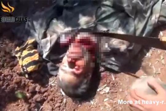 【グロ動画】シリアではのこぎりで首をゴリゴリ切っていくのが日常