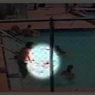 【閲覧注意】プールで泳いでる子供が手すりを触った瞬間・・・子供2人感電死
