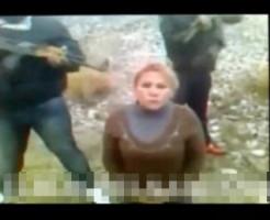 【グロ動画】麻薬カルテルの美女の頭を吹き飛ばす銃殺処刑映像・・・