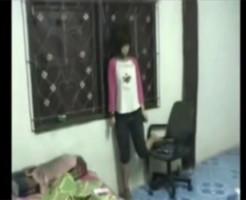 【グロ動画】可愛い少女が遺書を残して自室で首吊り自殺して死んでるだが・・・ ※自殺映像