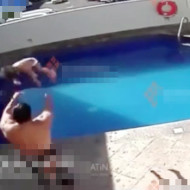 【精神崩壊】娘を水に沈めて殺す父親が監視カメラに映る・・・