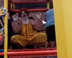 【神グロ動画】ドナルドが来る・・・!マクドナルドな恐怖映像w