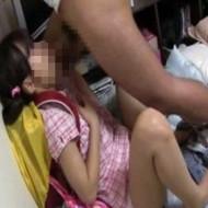 【ロリレイプ】毛も生えてない実の娘jsを性的にえげつない虐待した父親の撮影したビデオが鬼畜すぎ・・・