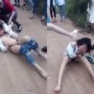 【裸いじめ】少女による集団いじめ映像ががキチガイ過ぎる 町で全裸にして顔面に蹴り入れながら暴行していく・・・