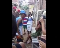【閲覧注意】女性を男が集団でフルボッコするだけの動画・・・