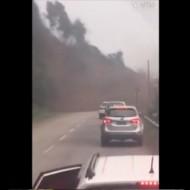 【衝撃映像】車ごと生き埋めになって人が一瞬で死ぬヤバイ地すべりがこちら・・・