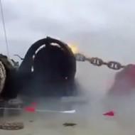 【事故】船のイカリ降ろすのに失敗したら完全に壊れて出港できんくなったwww ※衝撃映像