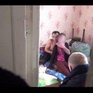 【衝撃映像】13歳の女子中学生を人質にした薬中おじさんが「悪いお薬クレメンス」と言い残し無事逮捕になる一部始終w