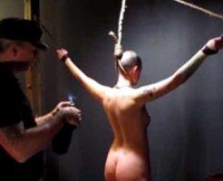 【エロ拷問】性奴隷として手に入れた女の子を脱がし焼印押して痛めつけて見た結果 ※グロマップ