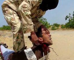 【斬首映像】首切りタイムアタックで虫の息の兵士が抵抗むなしく数十秒で斬首されてるんやが・・・  ※グロ動画