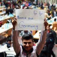 【難民問題】ドイツに移民としてやってきたイスラム教徒さん 歩行者に物理的な攻撃をし始めた模様w ※衝撃映像