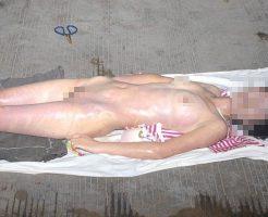 【グロ画像】薬物中毒で亡くなった女の子を全身脱がして水洗いしてみたけど割と瑞々しくて草w ※全裸死体