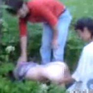 【レイプ動画】ロシアン少女を犯す少年達 森の中で行われた輪姦事件の証拠映像・・・ ※無修正エロ