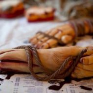 【グロ動画】おそロシアw モスクワで発見されたバラバラ死体ナイフ持ったまま切断されてた・・・ ※殺人現場