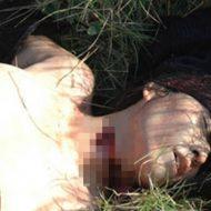 【グロ画像】着ていたものを剥ぎ取られ首を切られて殺害された女の子のレイプ死体・・・