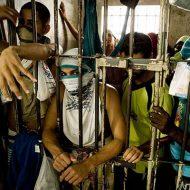 【グロ動画】こんな刑務所は嫌だw 心臓を抜き取られた首無し死体散らばっている国もちろんブラジルwww
