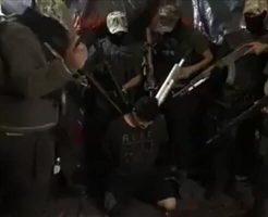 【閲覧注意】ギャングに囲まれて斬首されていく男性の苦しむ姿がエグ過ぎる・・・