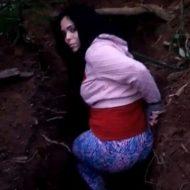 【グロ動画】穴に入った即ハボ女の子が銃殺される処刑現場・・・