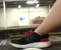 【衝撃】日本のjkが電車に飛び込み自殺する様子をツイキャスで生配信してた・・・ ※動画あり