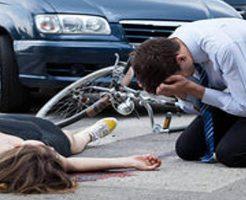 【グロ動画】トラックに押し潰された女の子2人 体の中身を垂れ流しながら死ぬ・・・