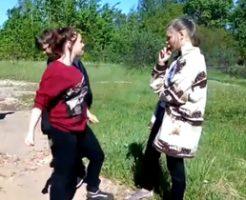 ロシアのJKいじめ動画って需要ある?パワー系女子がエルフ系美少女の顔面をボッコボコ!