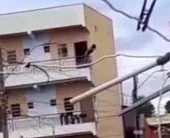女性が3階建てのバルコニーから落下したら…まぁこうなるよね