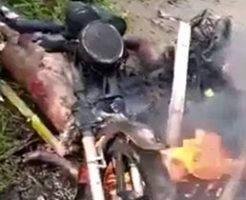 泥棒たちがオートバイと一緒に燃やされて拷問される…