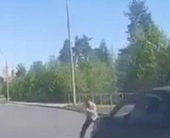 横断歩道を渡っていた男性が突っ込んできた車に撥ねられさらに…