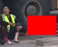 死角のせいでトラックに轢かれ潰された男性の姿がヤバすぎ…