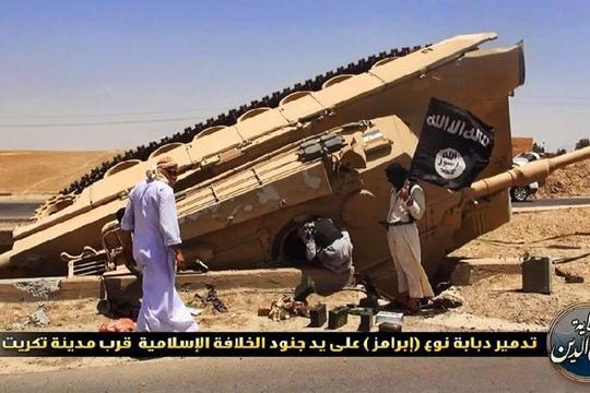 【イスラム】ISISの戦車を急襲!戦車も兵士も丸焦げにしたったwww