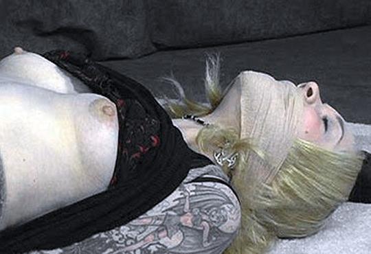【閲覧注意】ISISにレイプされた女性の画像ヤバすぎだろ・・・